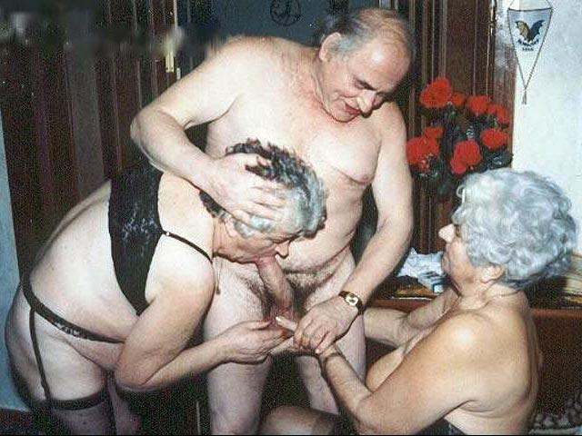 Порно фото старухи ебутся групповухой